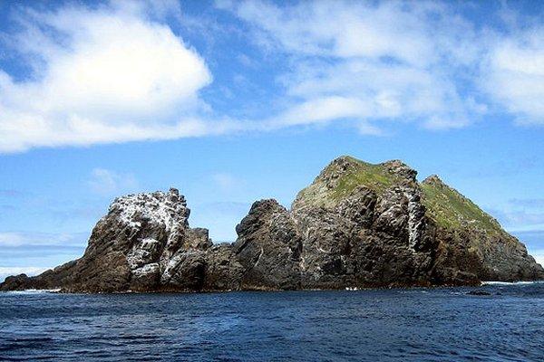 stijene blizu obale