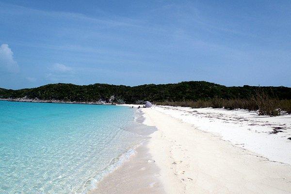 pješčana plaža na bahamima