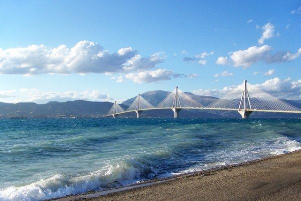 pogled na most