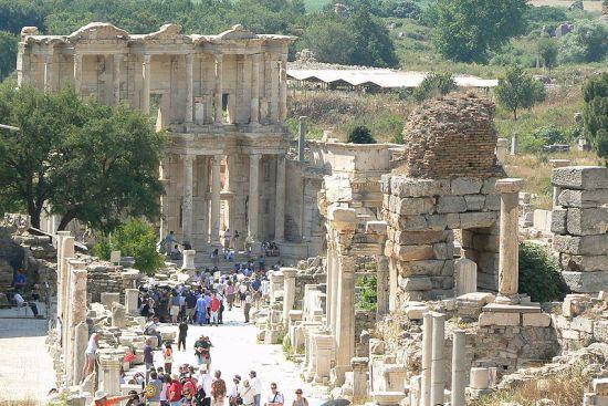 Efez, poznat kao antički grad u Maloj Aziji