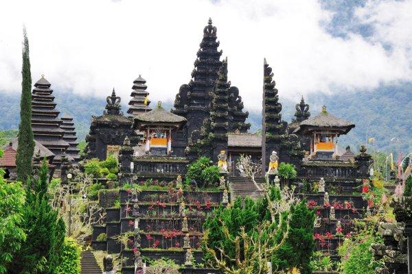 drevna palača na otoku